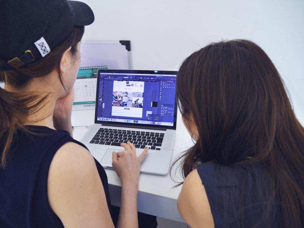 Illustratorの使い方を学ぶシホミさん